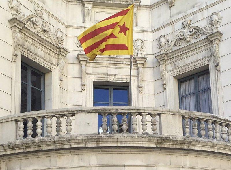 La Sentencia Del TS Sobre Banderas Alegales En Edificios Oficiales, Un éxito Democrático