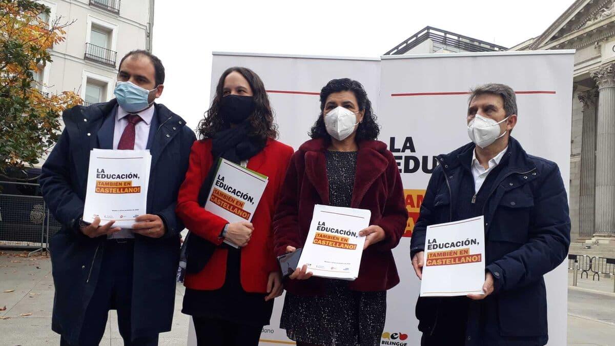 Impulso Ciudadano, AEB, SCC Y S'ha Acabat Entregan En El Congreso Una Petición Para Que Se Respete El Carácter Vehicular Del Español En La Ley Celaá