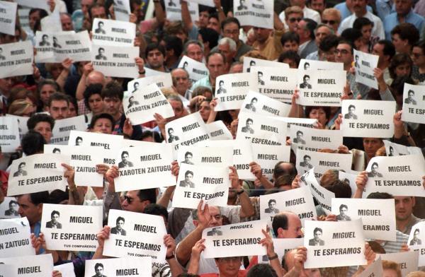 Impulso Ciudadano, En El Acto De S'ha Acabat En Recuerdo De Miguel Ángel Blanco